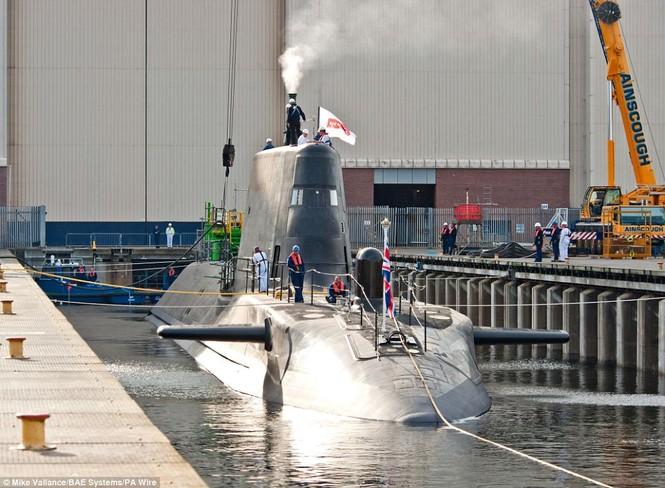 Cận cảnh siêu tàu ngầm của Hải quân Hoàng gia Anh - ảnh 7