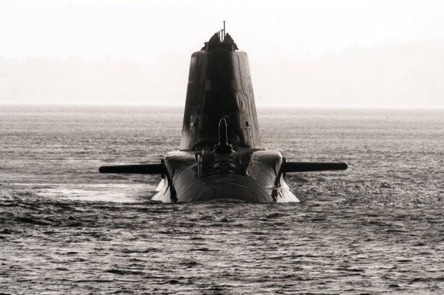Cận cảnh siêu tàu ngầm của Hải quân Hoàng gia Anh - ảnh 9