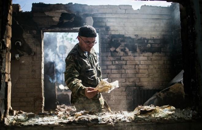Sloviansk tan hoang sau cuộc pháo kích của quân đội Ukraine - ảnh 11