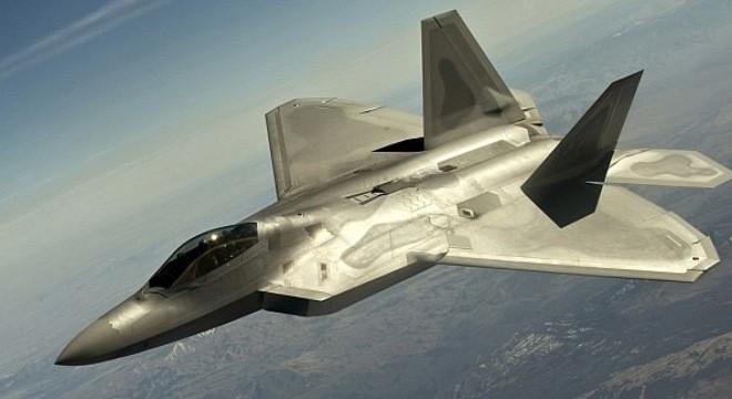 Siêu chiến đấu cơ F-22 đọ sức mạnh với tiêm kích thế hệ 4 - ảnh 1