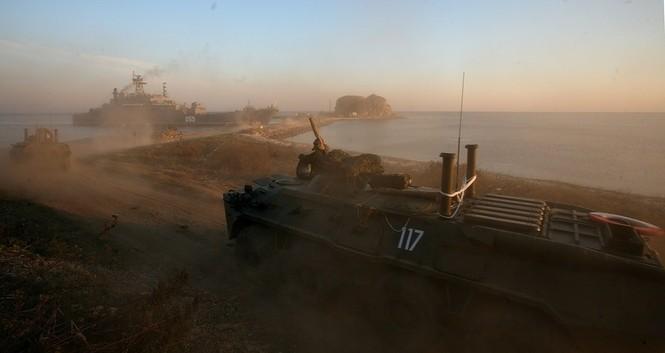 Xem lính thủy đánh bộ Nga đổ bộ đường biển - ảnh 10