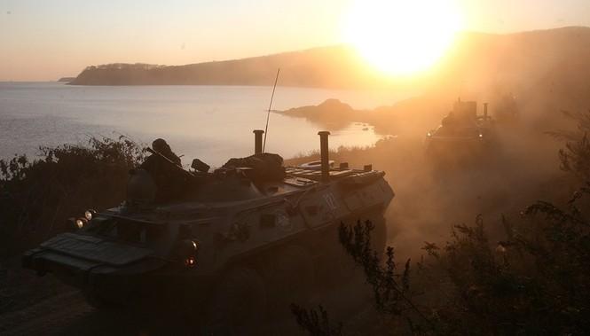 Xem lính thủy đánh bộ Nga đổ bộ đường biển - ảnh 11