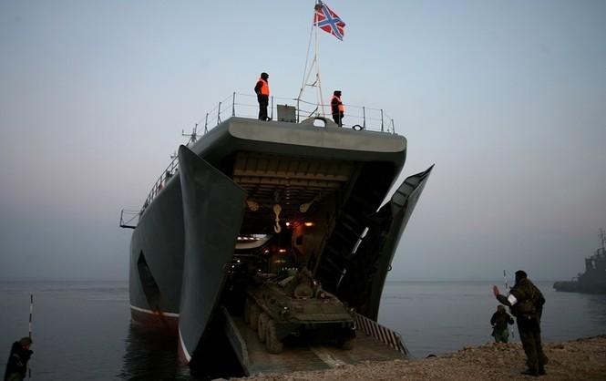 Xem lính thủy đánh bộ Nga đổ bộ đường biển - ảnh 15