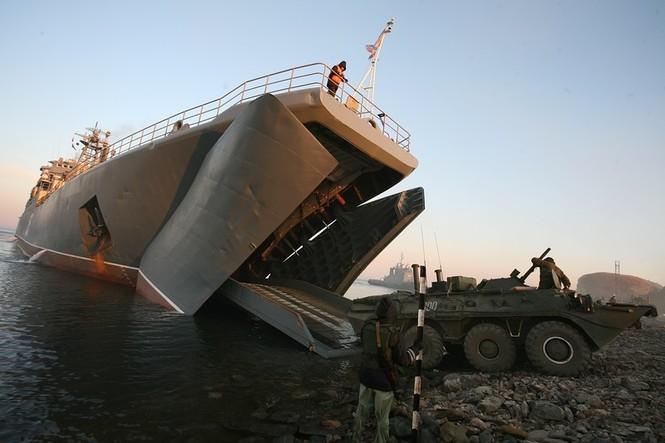 Xem lính thủy đánh bộ Nga đổ bộ đường biển - ảnh 16