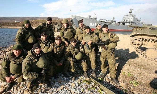 Xem lính thủy đánh bộ Nga đổ bộ đường biển - ảnh 6