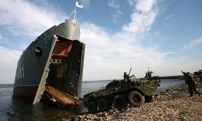 Xem lính thủy đánh bộ Nga đổ bộ đường biển - ảnh 7