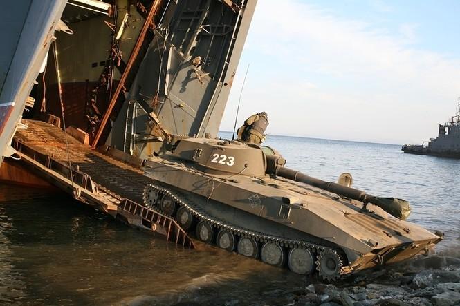 Xem lính thủy đánh bộ Nga đổ bộ đường biển - ảnh 8