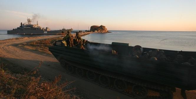 Xem lính thủy đánh bộ Nga đổ bộ đường biển - ảnh 9