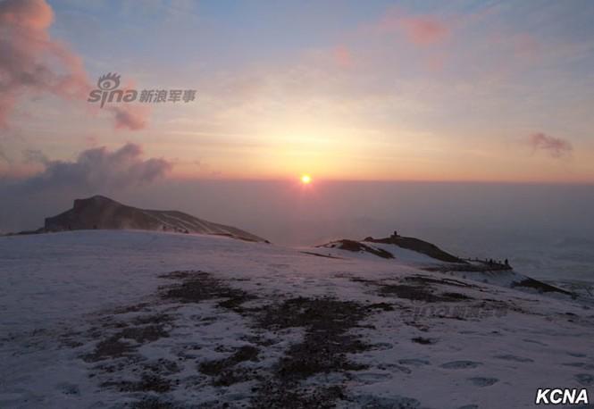 [ẢNH] Kim Jong-un chinh phục ngọn núi cao nhất Triều Tiên - ảnh 10