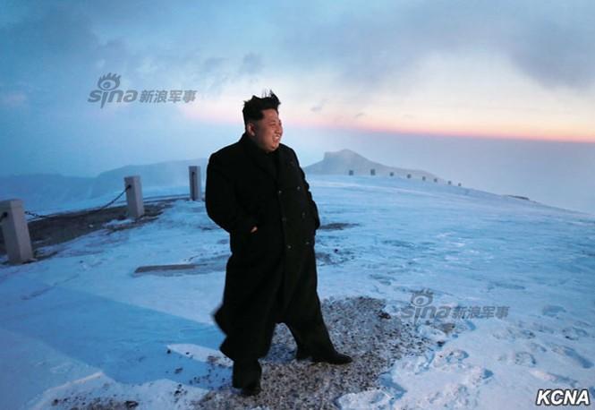 [ẢNH] Kim Jong-un chinh phục ngọn núi cao nhất Triều Tiên - ảnh 11
