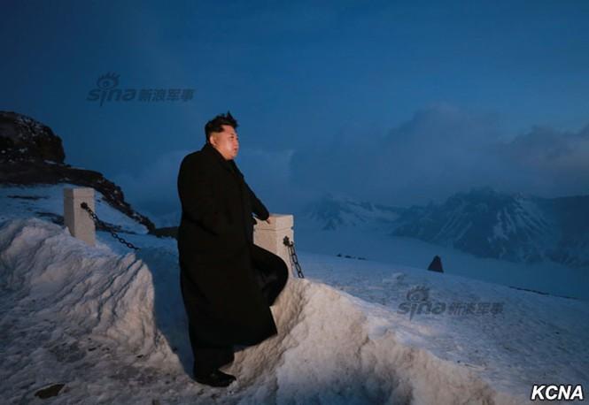 [ẢNH] Kim Jong-un chinh phục ngọn núi cao nhất Triều Tiên - ảnh 12