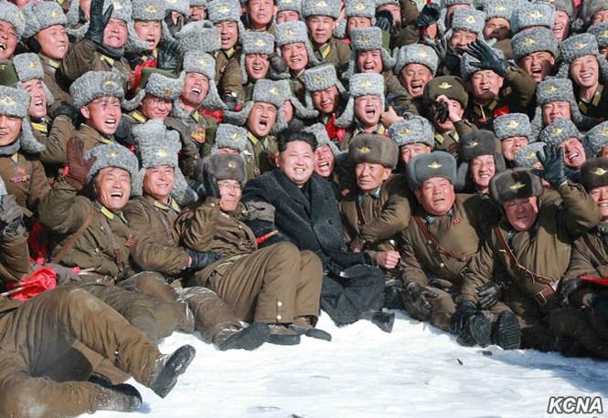 [ẢNH] Kim Jong-un chinh phục ngọn núi cao nhất Triều Tiên - ảnh 2