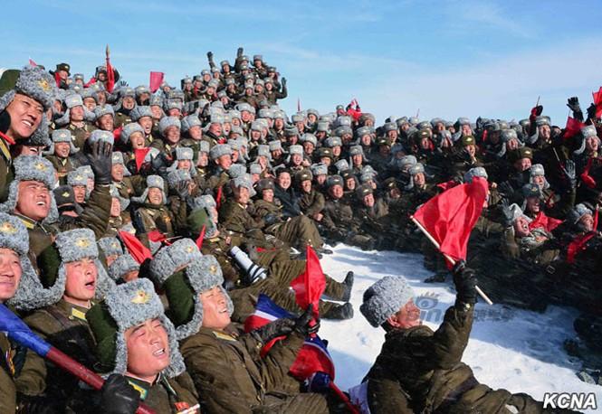 [ẢNH] Kim Jong-un chinh phục ngọn núi cao nhất Triều Tiên - ảnh 3