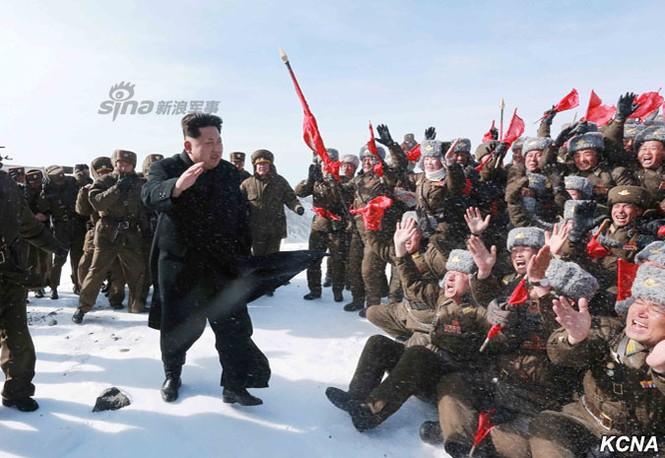 [ẢNH] Kim Jong-un chinh phục ngọn núi cao nhất Triều Tiên - ảnh 5