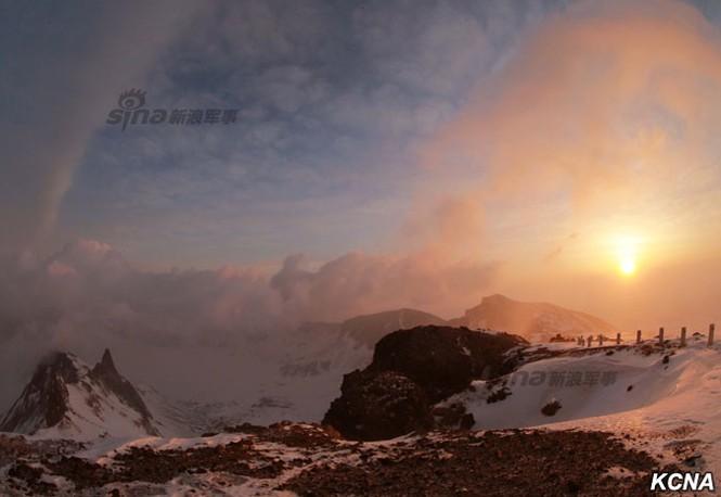 [ẢNH] Kim Jong-un chinh phục ngọn núi cao nhất Triều Tiên - ảnh 8