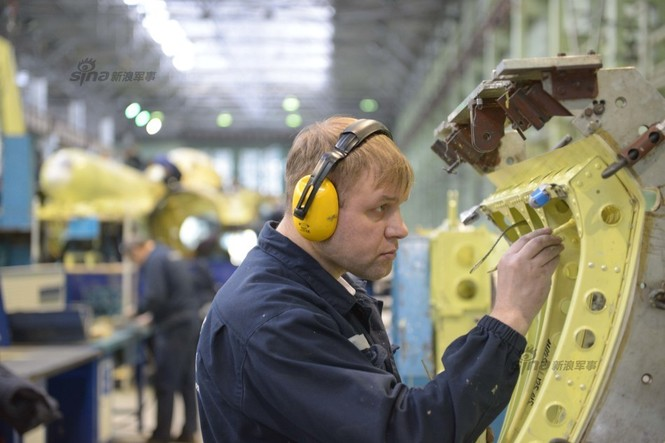 Đột nhập nhà máy sản xuất 'xe tăng bay' Su-34 - ảnh 10