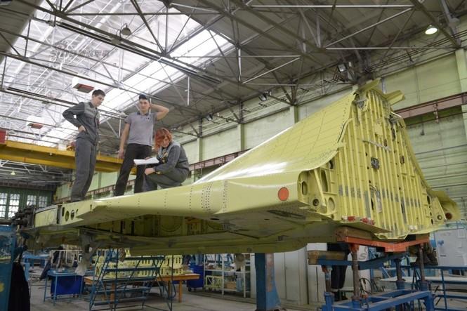 Đột nhập nhà máy sản xuất 'xe tăng bay' Su-34 - ảnh 13