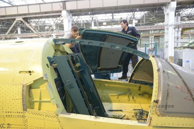 Đột nhập nhà máy sản xuất 'xe tăng bay' Su-34 - ảnh 14
