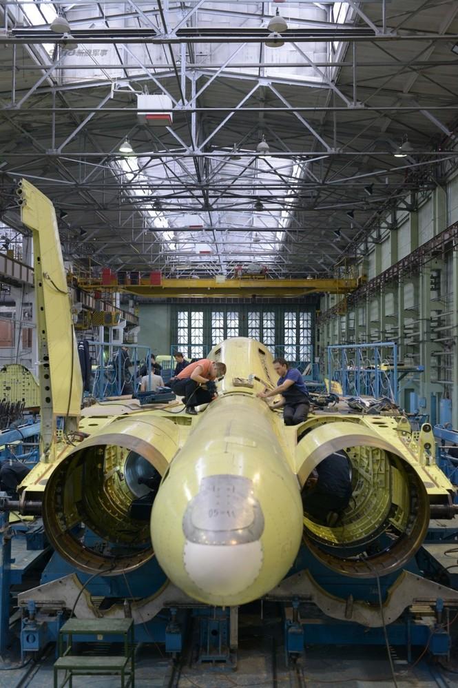Đột nhập nhà máy sản xuất 'xe tăng bay' Su-34 - ảnh 15