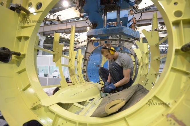 Đột nhập nhà máy sản xuất 'xe tăng bay' Su-34 - ảnh 17