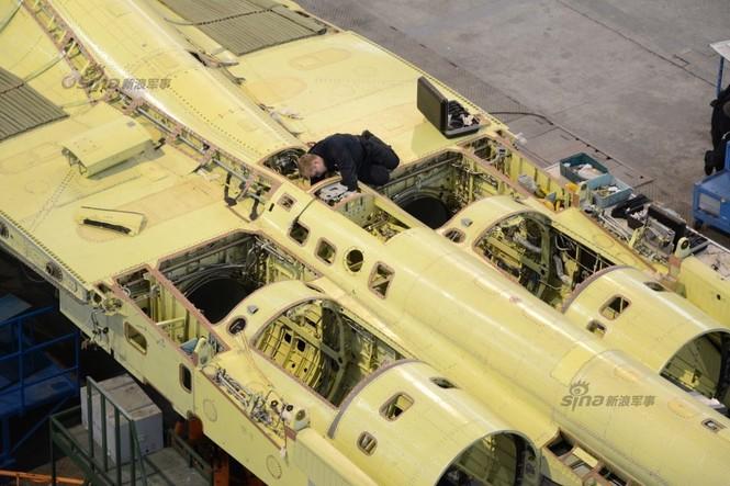 Đột nhập nhà máy sản xuất 'xe tăng bay' Su-34 - ảnh 20