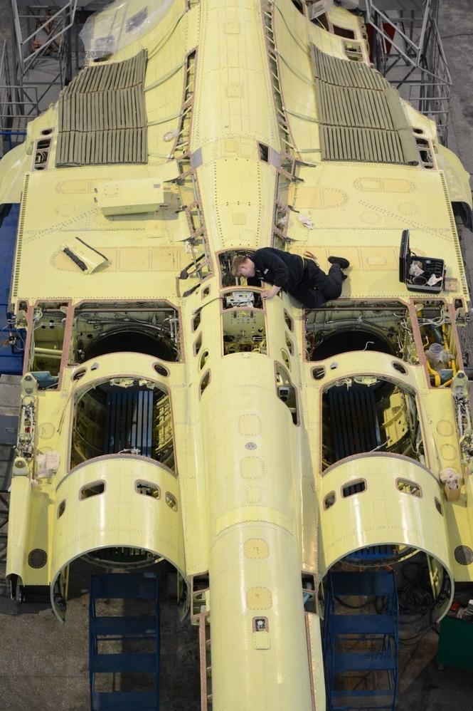 Đột nhập nhà máy sản xuất 'xe tăng bay' Su-34 - ảnh 21