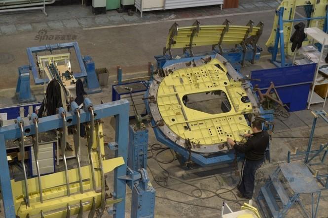 Đột nhập nhà máy sản xuất 'xe tăng bay' Su-34 - ảnh 3