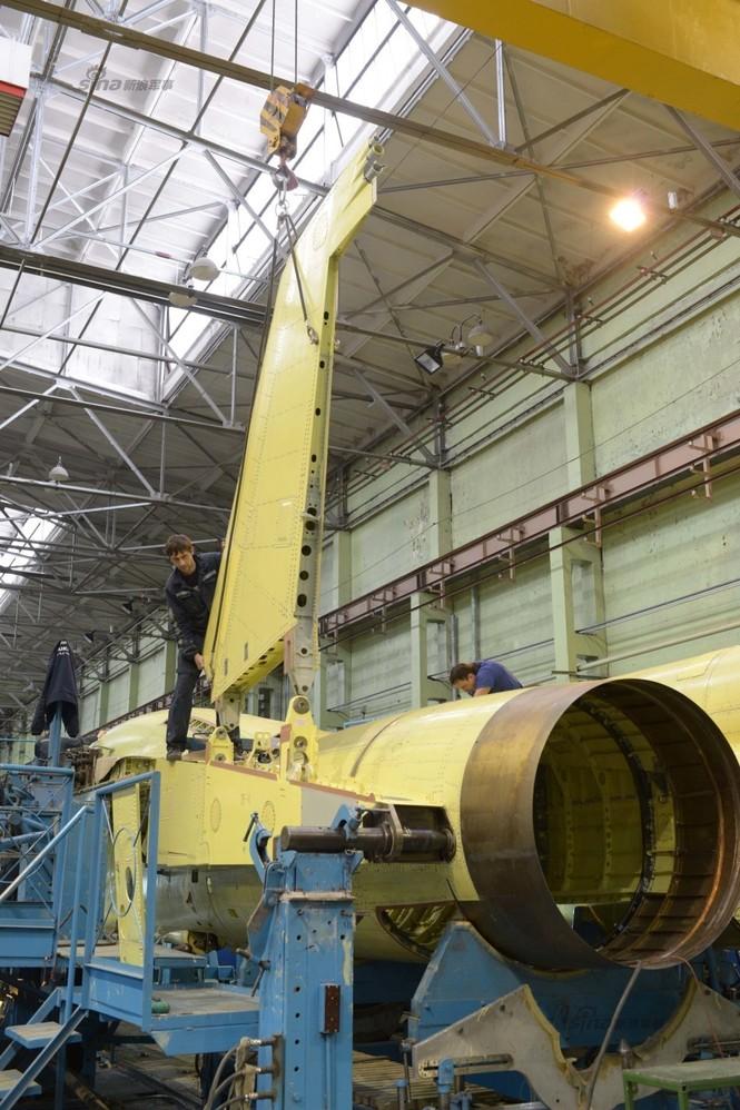 Đột nhập nhà máy sản xuất 'xe tăng bay' Su-34 - ảnh 9