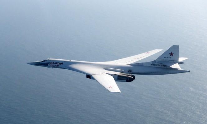 [ẢNH] Cuộc đối đầu giữa tiêm kích Typhoon và oanh tạc cơ Tu-160 - ảnh 1