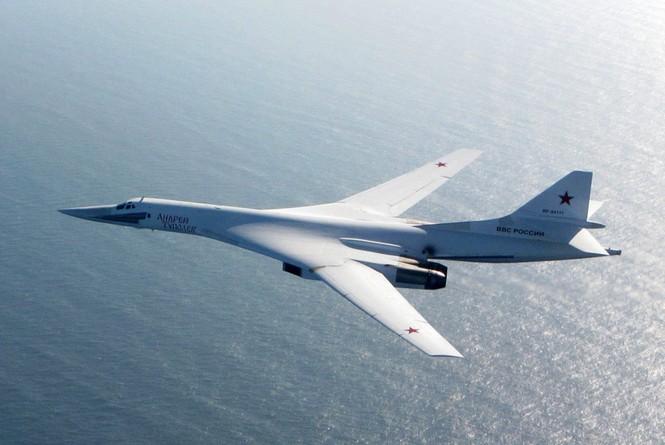[ẢNH] Cuộc đối đầu giữa tiêm kích Typhoon và oanh tạc cơ Tu-160 - ảnh 3