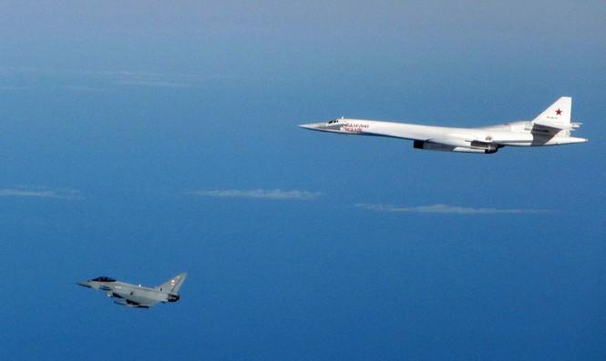 [ẢNH] Cuộc đối đầu giữa tiêm kích Typhoon và oanh tạc cơ Tu-160 - ảnh 5