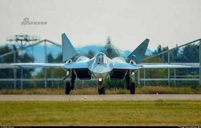 Tiêm kích J-20 Trung Quốc so đọ với siêu chiến đấu cơ T-50 Nga - ảnh 1