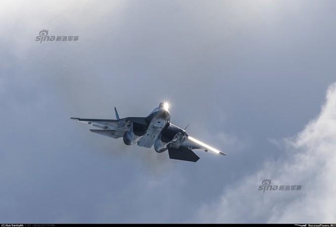 Tiêm kích J-20 Trung Quốc so đọ với siêu chiến đấu cơ T-50 Nga - ảnh 7