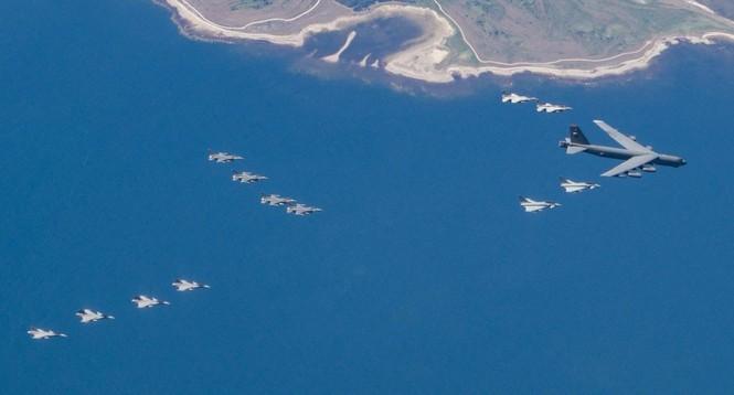 [ẢNH] Không quân NATO thị uy sức mạnh gần biên giới Nga - ảnh 3