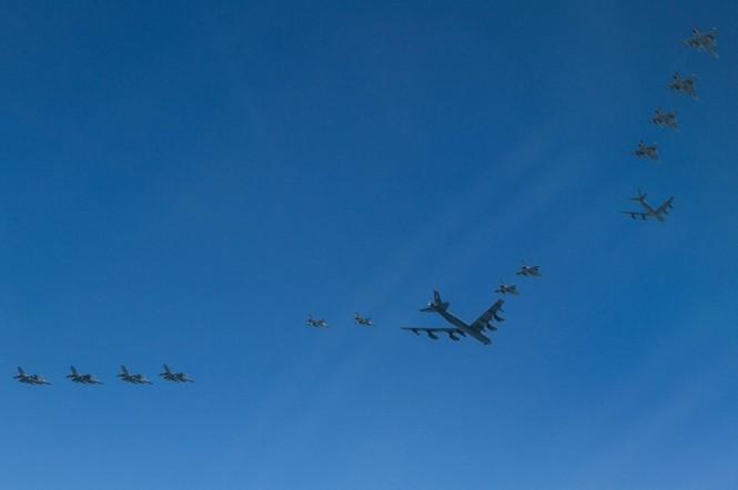 [ẢNH] Không quân NATO thị uy sức mạnh gần biên giới Nga - ảnh 4