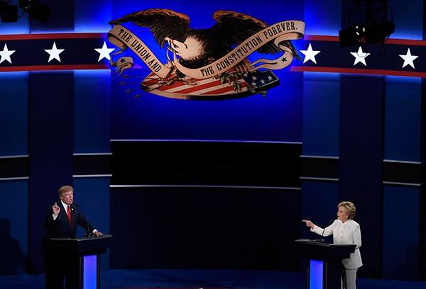 Bà Clinton và ông Trump 'khẩu chiến' dữ dội - ảnh 2