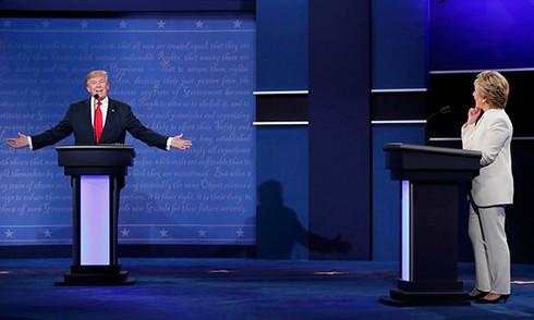 Bà Clinton và ông Trump 'khẩu chiến' dữ dội - ảnh 4