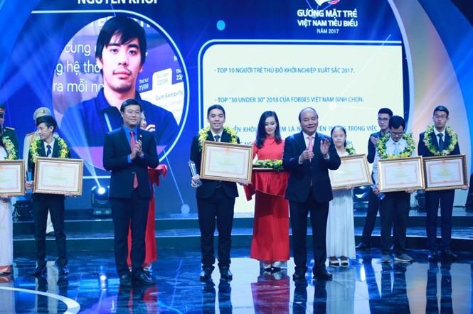 Thủ tướng trao giải thưởng Gương mặt trẻ Việt Nam tiêu biểu năm 2017 - ảnh 3
