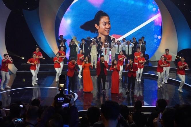 Thủ tướng trao giải thưởng Gương mặt trẻ Việt Nam tiêu biểu năm 2017 - ảnh 12