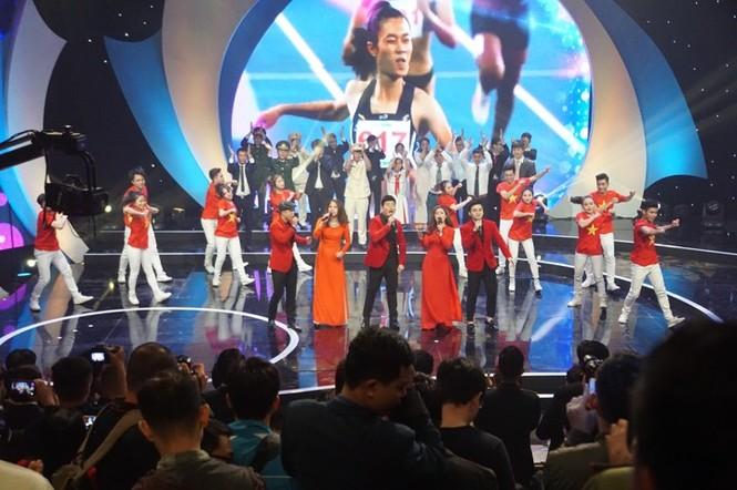 Thủ tướng trao giải thưởng Gương mặt trẻ Việt Nam tiêu biểu năm 2017 - ảnh 10