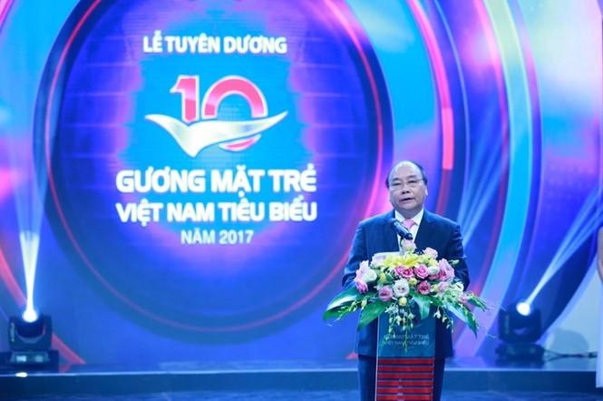Thủ tướng trao giải thưởng Gương mặt trẻ Việt Nam tiêu biểu năm 2017 - ảnh 7