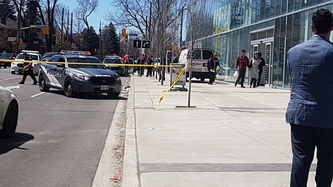 Lao xe tải vào đám đông người đi bộ, 10 người chết - ảnh 1