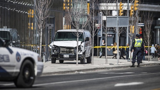 Lao xe tải vào đám đông người đi bộ, 10 người chết - ảnh 2