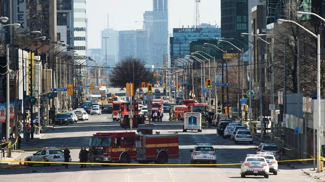 Lao xe tải vào đám đông người đi bộ, 10 người chết - ảnh 4