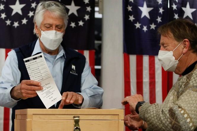 Mỹ sắp có cuộc bầu cử nhiều người bỏ phiếu nhất trong một thế kỉ - ảnh 38