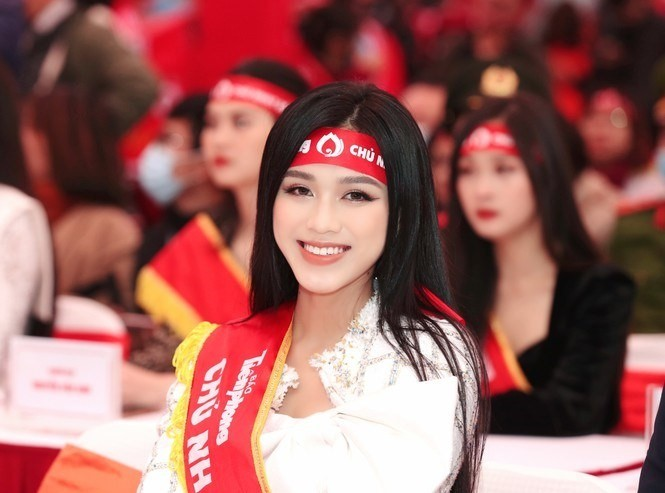 Hoa hậu Đỗ Thị Hà phấn khích cổ vũ hết mình rapper Rica - ảnh 1
