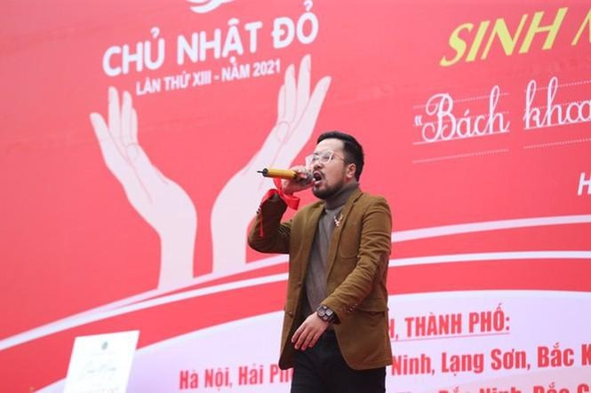 Hoa hậu Đỗ Thị Hà phấn khích cổ vũ hết mình rapper Rica - ảnh 3