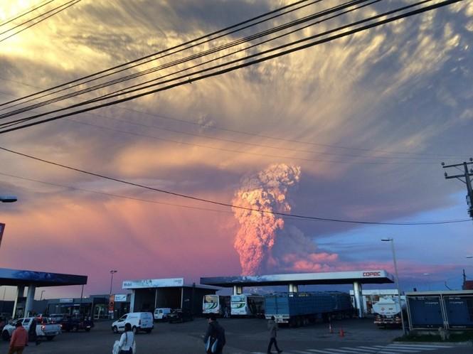 [ẢNH] Thời khắc núi lửa phun trào kinh hoàng ở Chile - ảnh 6