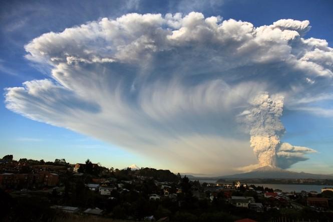 [ẢNH] Thời khắc núi lửa phun trào kinh hoàng ở Chile - ảnh 1
