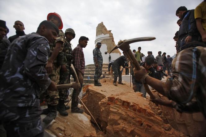 Đau thương bao trùm Nepal sau thảm họa động đất - ảnh 15